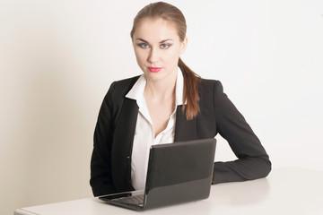 Sekretärin am Arbeitsplatz