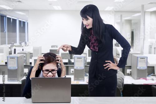 Angry boss blame subordinate