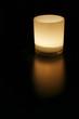 Mattes Kerzenglas bei Nacht