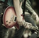 Fototapeta młody - gitarzysta - Instrumenty Strunowe