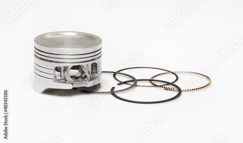 piston and set of ring used as repairing kit in automotive engin