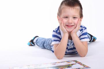 Kind mit Puzzle 2