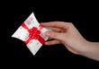 main offrant un cadeau