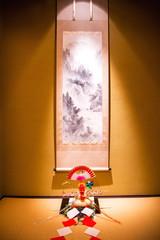 日本の掛け軸と鏡餅