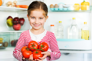 girl with tomatos