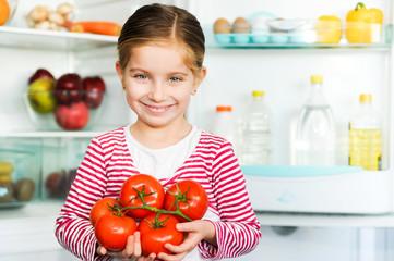 girl with tomatos