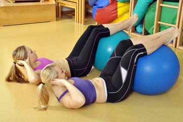 Übungen in Turnhalle