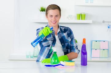 freundliche reinigungskraft