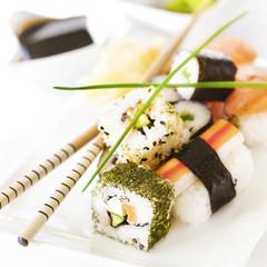 Sushi Quadrat auf weiß