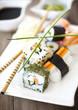 Sushi Hochformat auf Holz