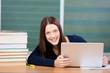 studentin mit laptop in der vorlesung