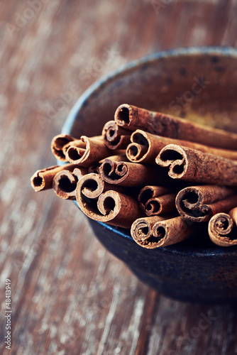 Close up of cinnamon sticks in a ceramic dish