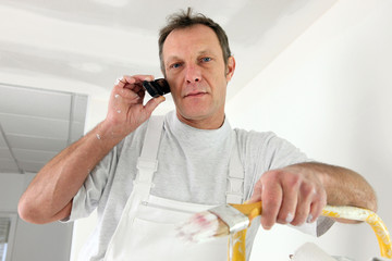 Decorator interrupted by phone call