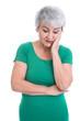 Besorgte ältere Frau in Grün isoliert