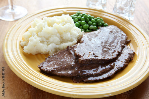 Beef Roast with Mashed Potatoes