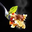 Gringel Nudeln mit Tomatensoße und Basilikum