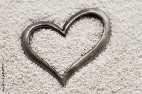 coeur argenté dans le sable