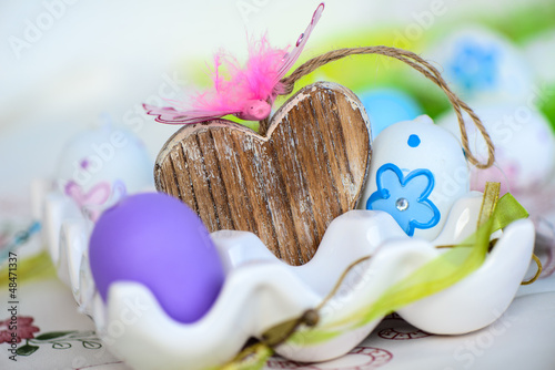 Ostereier und Herz aus Holz