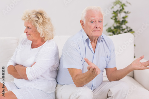 Woman being angry against a missunderstanding man