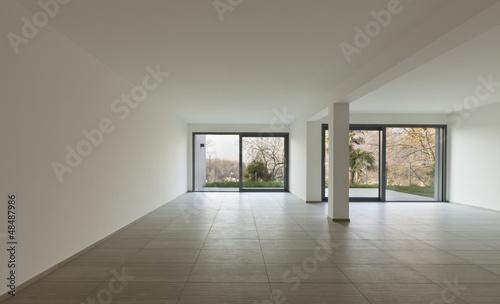 interno, ampio locale in casa moderna