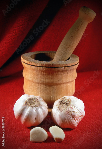 Aglio e mortaio di legno - Garlic and wooden mortar