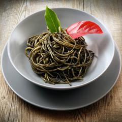 piatto di spaghetti al nero di seppia