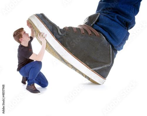 Mit Füßen treten – Mobbingopfer