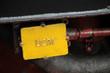 Schild an einer Dampflokomotive