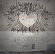 Alte Außenfassdein mit Herz Grafitti