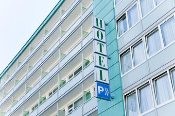 Hotel - Gebäude mit Schild