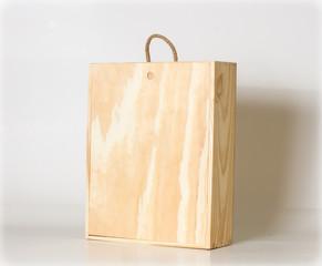Caja de vinos de madera.