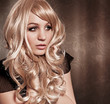 Blonde Schönheit mit Locken / alterable 02
