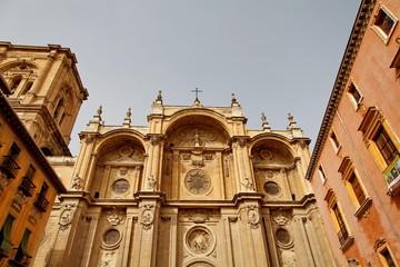 Cathédrale et maisons.