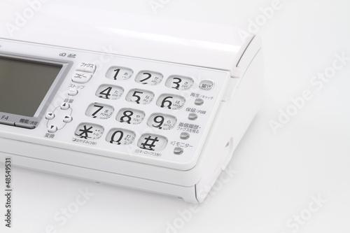 白い電話機 白バック