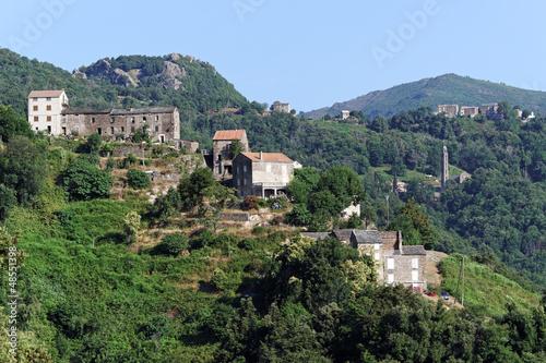 Corse, village et église de costa verde
