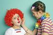 Kinder im Karneval schminken sich