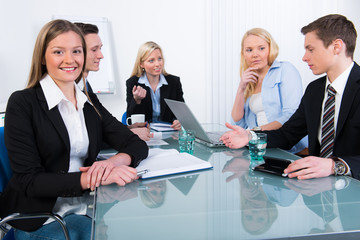 mitarbeiter diskutieren
