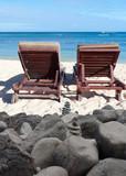 fauteuils de plage derrière enrochement, Maurice