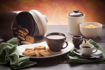 White and brown breakfast dishware