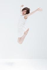 ジャンプする女の子