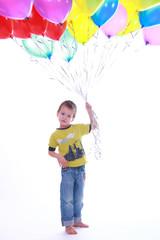 Kind und Luftballons