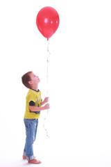 Junge mit Luftballon