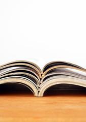Zeitschriften aufgeschlagen