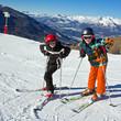 Sport d'hiver : Jeunes skieurs sur les pistes
