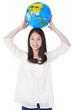 地球儀をもった女性