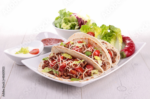 tacos with beef and tomato
