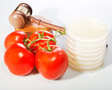 Food law image with gavel, petri plates and food.