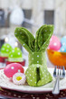 Stoffserviette für Osterfrühstück als Hase gefalten - 48617348