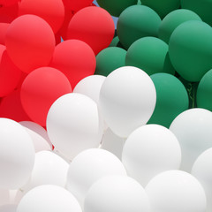 colors of Italy,  red, green and white balloons