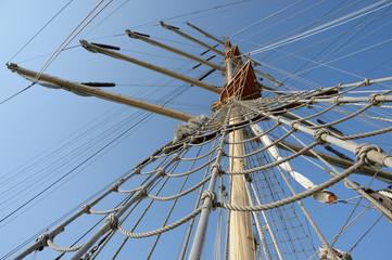 rigging and mast sailing ship